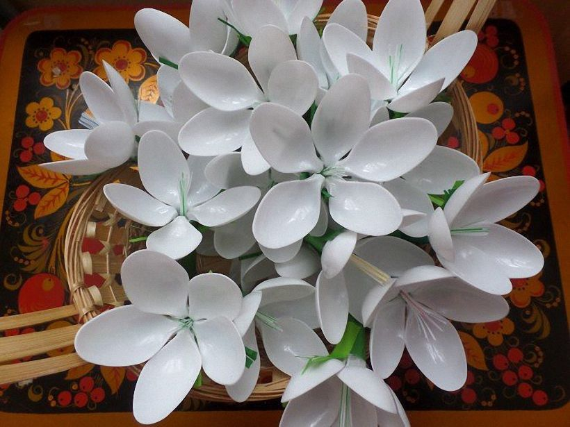 при цветы из пластиковых вилок фото теле