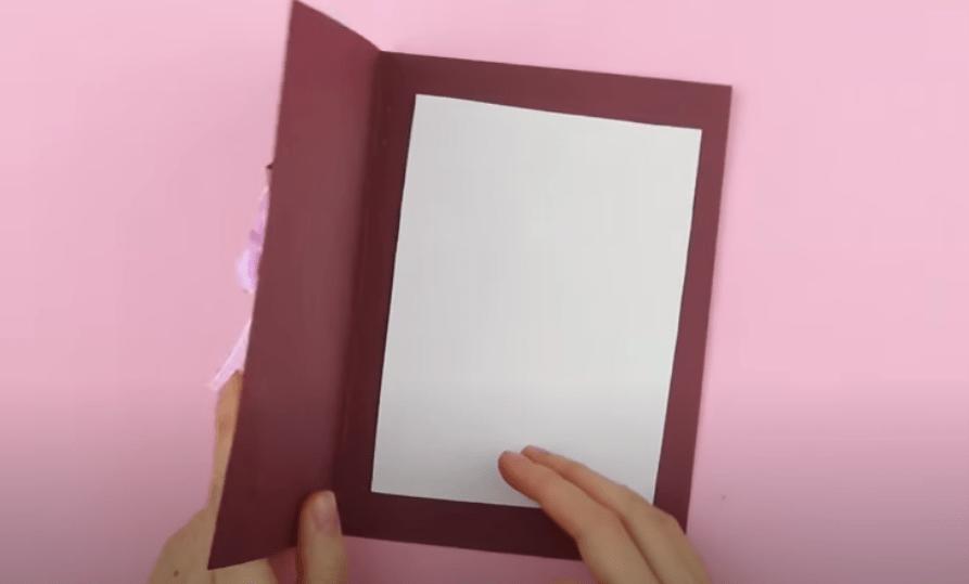 вклеиваем белый лист