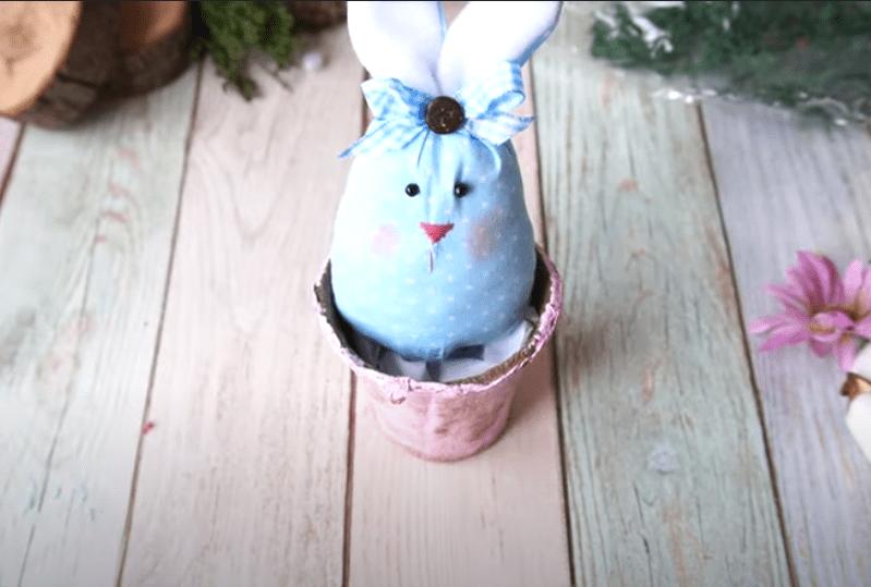 Приклеиваем кролика